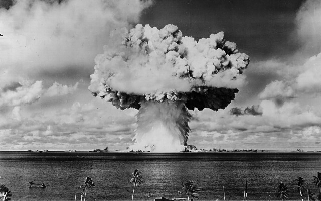 These mind-blowing historic photos of atomic bomb tests ...